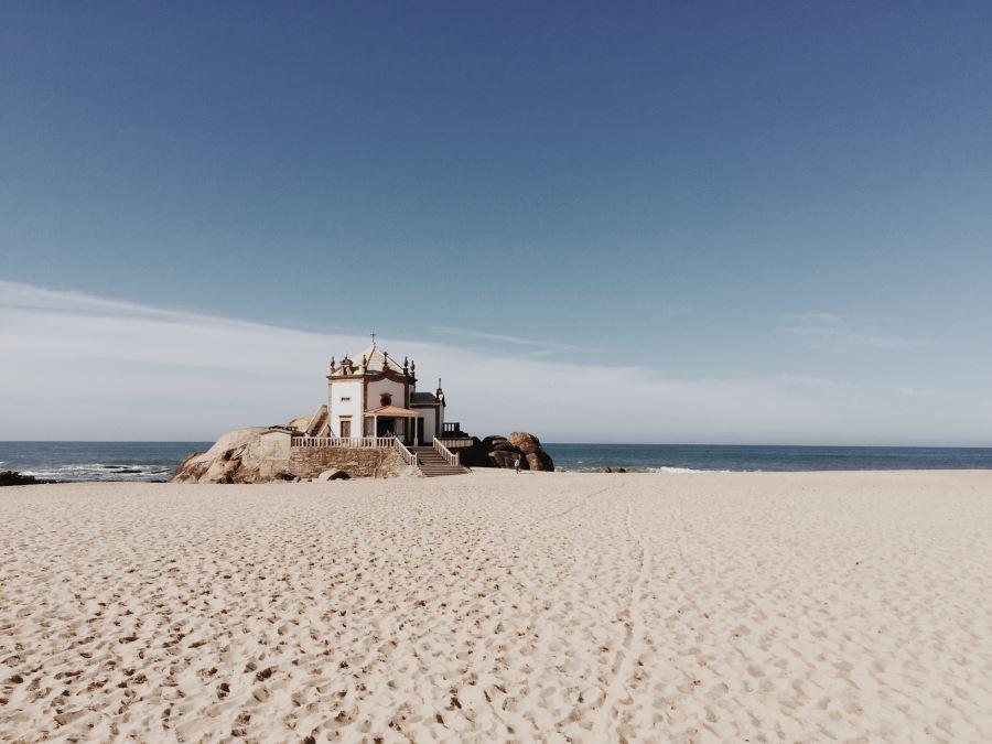 Пляж Педро в Португалии