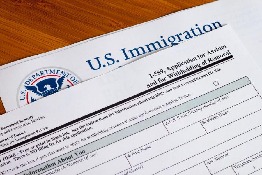 Эмиграция по политическому убежищу